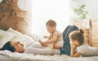 Khoa học đã tìm ra lý do vì sao con út luôn được cha mẹ chiều chuộng và nhiều khi yêu thương hơn con cả