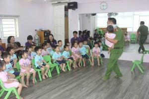 Cùng các bé Dreamhouse học kỹ năng tự bảo vệ